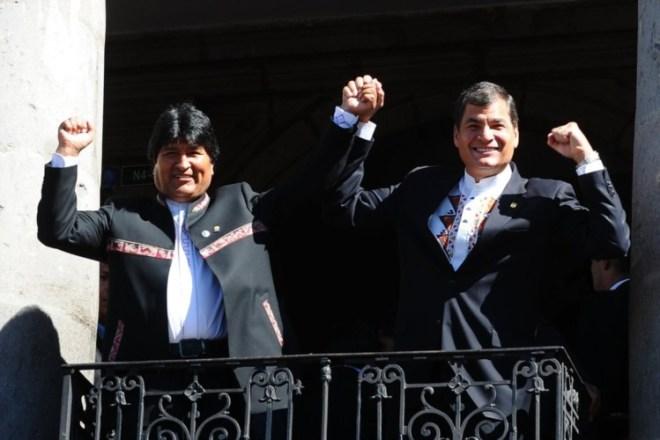 Evo Morales reuniu-se nesta quarta-feira com o seu homólogo do Equador, Rafel Correa RODRIGO BUENDIA/AFP