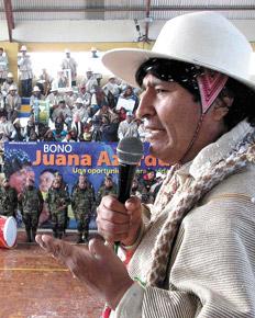"""Edward Snowden. """"Vamos a darle asilo, si nos lo pide ese norteamericano ahora perseguido por sus compatriotas"""", afirmó Evo Morales ayer en Oruro."""