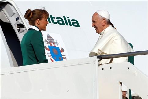 Papa embarcou na manhã desta segunda-feira para a viagem ao Brasilfoto GIAMPIERO SPOSITO/REUTERS