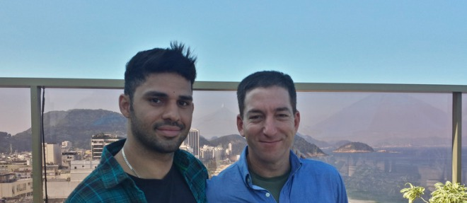 David Miranda (esquerda), que vive com Glenn Greenwald no Rio de Janeiro, ia de Berlim para o Rio e foi obrigado a ficar no aeroporto de Heathrow por nove horas AP Photo/Janine Gibson, the Guardian
