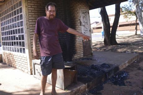 O morador de rua Luiz Antônio Silva, 42 anos, e amigo de Edivan
