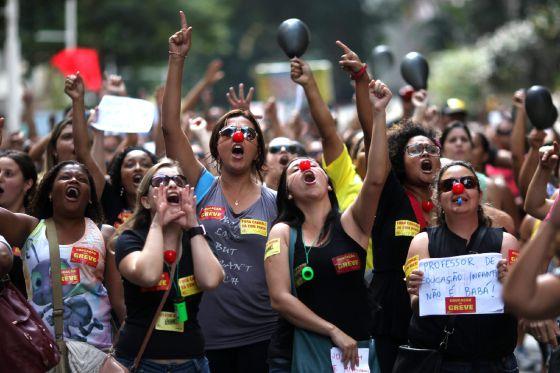 Una protesta por la educación en Río de Janeiro. ANTONIO LACERDA (EFE)