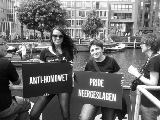 Anastasia Smirnova (izq.) durante el día del orgullo gay en Amsterdan, en agosto
