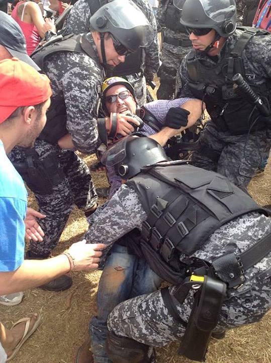 Após o incidente, houve confusão entre repórteres e policiais. Marcelino foi levado em uma viatura do choque para o hospital. Privilégio de quem trabalha para a mídia internacional