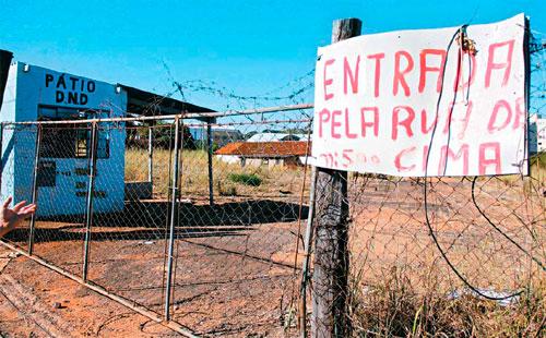 """O outro """"sócio"""", Marcos dos Santos, apresenta como endereço prédio abandonado do antigo pátio. Fotos Hamilton Pavam"""