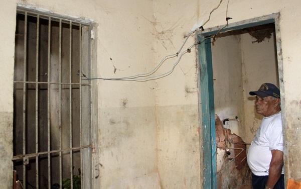 Grade de entrada na cela