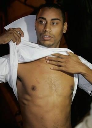 Emerson Gomes da Silva, filho de Amarildo, sequestrado, torturado e assassinado pela Polícia Militar do Rio de Janeiro. O corpo foi enterrado em um cemitério clandestino
