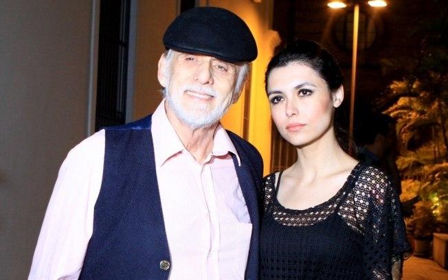 Francisco Cuoco, 79, e Thaís Almeida, 26 anos