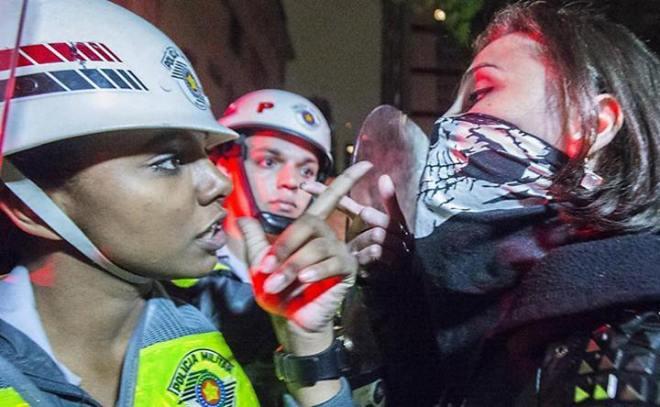 exagero policial femina
