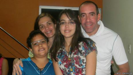 Ricardo tirou os filhos Guilherme e Lorena da escola por estarem sofrendo bullying