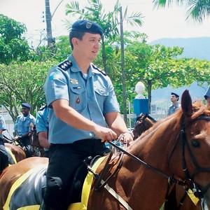 ALGOZ O capitão Leonardo Hirakawa. Ele humilhou um subordinado e foi preso