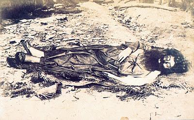 Antonio Conselheiro desenterrado e degolado pelo Exército