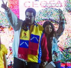 """Maduro apuntó al líder opositor Henrique Capriles: """"Este obrero, este chofer, le metió tremenda paliza para que me siga subestimando""""."""