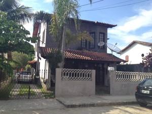 Crime aconteceu na porta da casa do jornalista, no distrito Governador Portela (Foto: Cibele Moreira/TV Rio Sul)