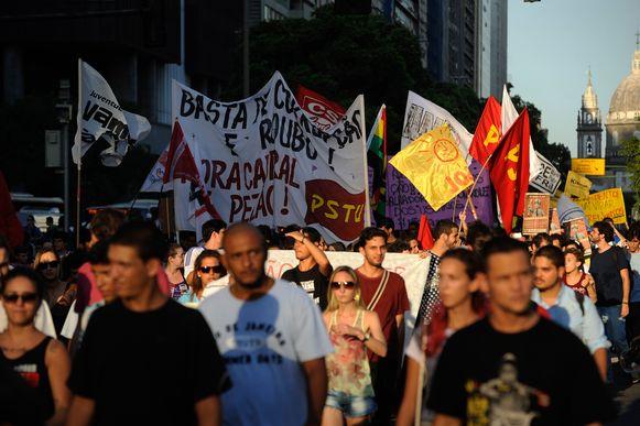 Nas fotos de Fernando Frazão: Uma manifestação pacífica que a polícia de Sérgio Cabral dispersou com armas letais