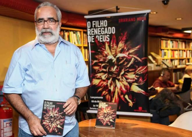 Urariano Mota tem convites de várias capitais do Brasil para autografar seu novo romance