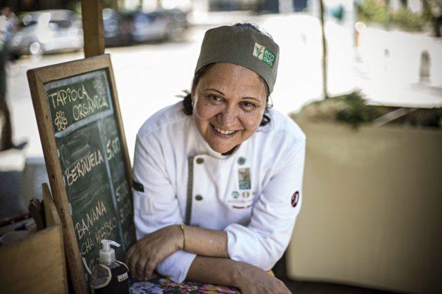A chef Teresa Corção criou o Instituto Maniva, que se apresenta em feiras biológicas no Rio de Janeiro com a sua banca de tapioca orgânica Nelson Garrido