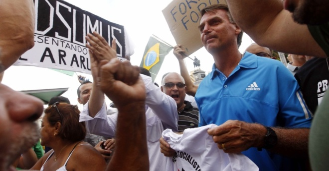 Deputado Jair Bolsonaro liderou a passeata no Rio