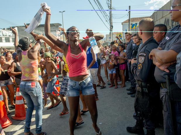 Protesto de 50 negros. Isso não quer dizer nada