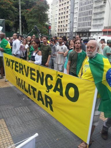 A marcha solitária dos golpistas, ontem, no centro de São Paulo, Brasil