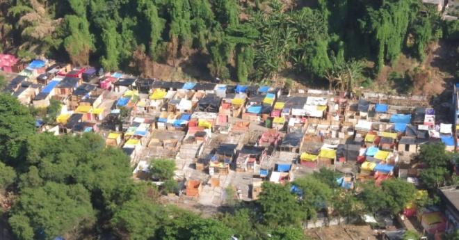 10abr2014---foto-panoramica-mostra-dimensao-do-local-que-esta-sendo-chamado-de-favela-da-telerj-no-rio-de-janeiro