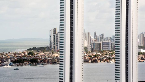 Torres com Brasília Teimosa e Pina ao fundo