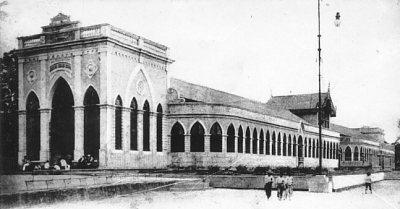 A primeira fachada do Quartel do Derby, quando era o shopping de Delmiro