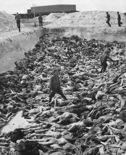 Vala comum em Bergem-Bergem (ou Belsen) na Alemanha nazista