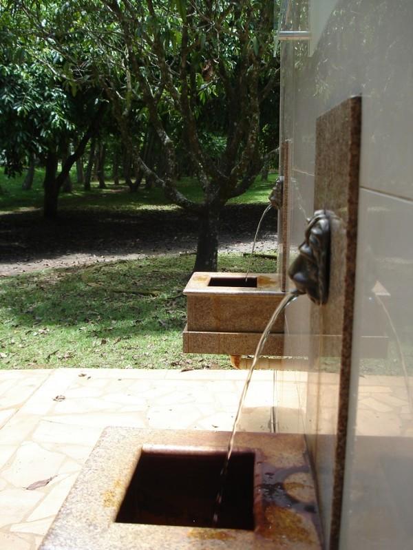 Grupo de moradores reunidos na associação Amar'Água teme pela superexploração dos recursos hídricos; redução de vazão das fontes seria indício do problema (Foto- Marina Almeida)