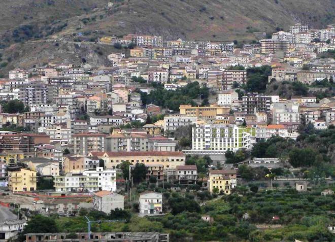 Francisco visita Cassano, cidade símbolo da mafia na Calábria