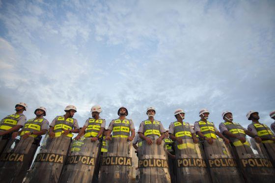 Policiais militares durante um protesto em São Paulo no mês de março. / BOSCO MARTÍN