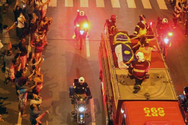 1 bombeiros ferando bezerra jr (EFE)