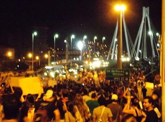 Doze quilômetros de caminhada e cinco horas de protesto na Grande Vitória