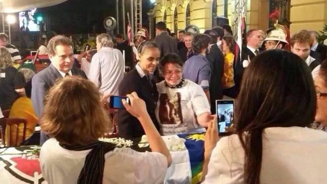 No velório de Eduardo Campos, Marina cria o seif como propaganda fúnebre