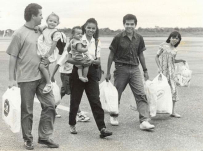 Casada há 23 anos com o técnico agrícola Fábio Vaz de Lima, Marina teve duas meninas- Moara e Mayara. Quando mais jovem, foi casada com Raimundo Souza, um técnico em informática, com quem teve a menina Shalon e o menino Danilo