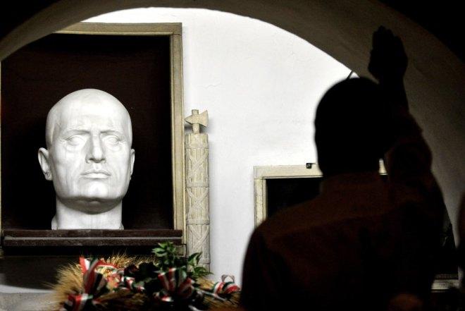 O queixo de Mussolini