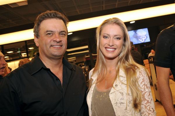 10 – A modelo Letícia Weber, com quem é casado e tem dois filhos, atualmente.