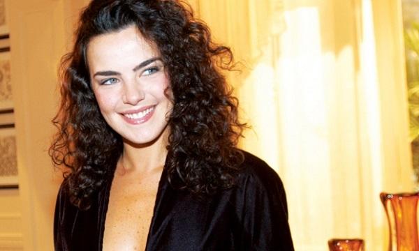 2 – A atriz Ana Paula Arósio