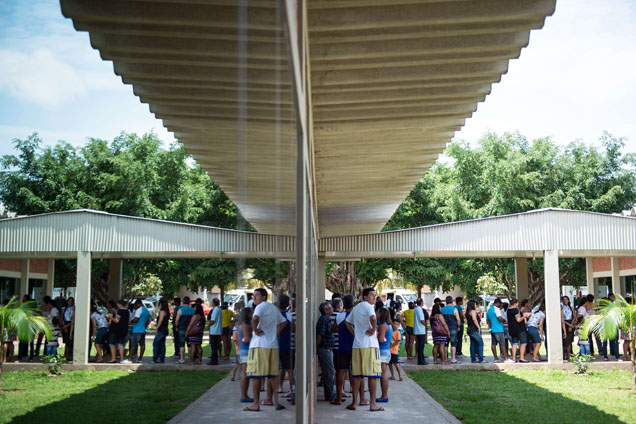 Numa escola de Rio Branco, no Estado do Acre, as pessoas fazem fila para votar foto AFP