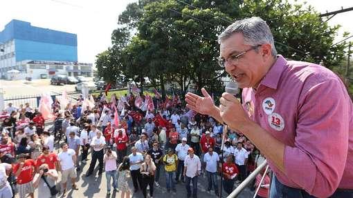 O ex-ministro da Saúde discursa em frente a fábrica da Volks em São Bernardo do Campo (SP)