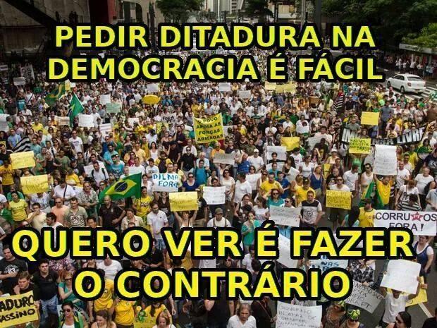 Marcha dos zumbis na véspera do Dia de Finados, em São Paulo, exigindo a derrubada de Dilma