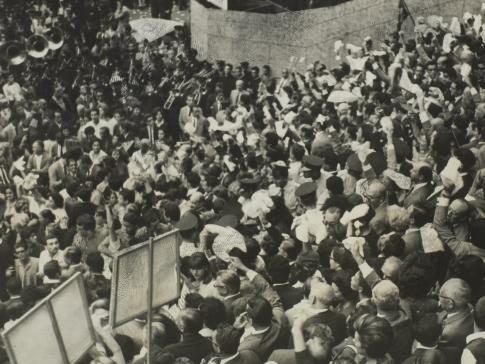 Manifestantes na Marcha da Família com Deus pela Liberdade em 19 de março de 1964 na Praça da Sé, em São Paulo. Fonte: Correio da Manhã.