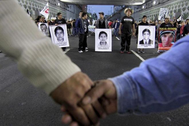 México - Miles de personas marcharon, exigiendo la aparición de los 43 estudiantes desaparecidos en Ayotzinapa. FOTO- Javier Lira Otero:NOTIMEX