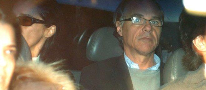 Os manos ladrões Verônica e Daniel Dantas deixam a carceragem da PF