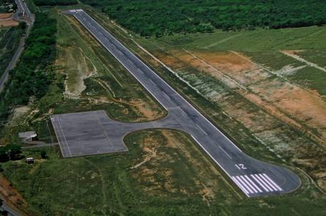 Aeroporto construído em área dentro da fazenda de parente de Aécio Neves