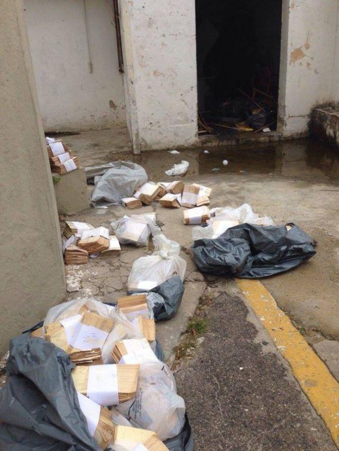 """Fichas de óbito encontradas em sacos plásticos que estavam lacrados e escondidos na garagem do Hospital Central Do Exército, no Rio de Janeiro.  """"Depois de três ou quatro dias presa, comecei a passar mal. Estava grávida de dois meses e tive um aborto espontâneo. Sangrava muito, não tinha como me limpar, usava papel higiênico. E cheirava mal, estava suja. Por isso acho... Não, tenho quase certeza de que não fui estuprada. Porque eles me ameaçavam constantemente mas tinham nojo de mim. (...) Certamente foi por isso. Eles ficavam irritados ao me ver suja, sangrando e cheirando mal e ficavam com ainda mais raiva, e me batiam ainda mais"""" - depoimento de Isabel Fáveroabre"""