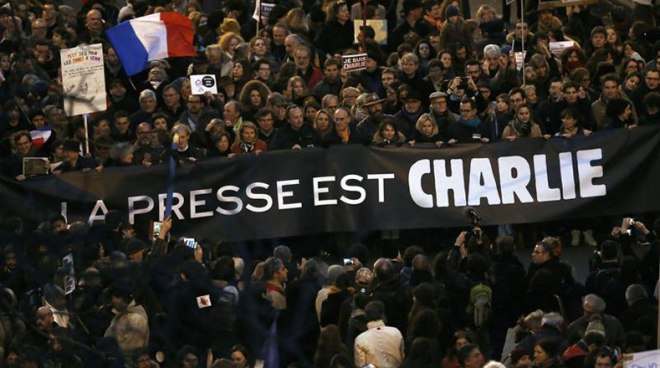 Os sindicatos franceses exibiram esta faixa