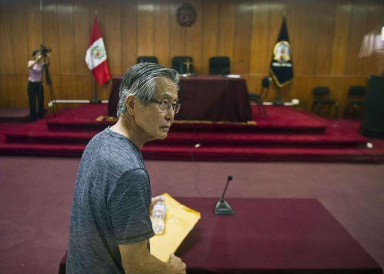 Alberto Fujimori, ao chegar ao tribunal. / ERNESTO BENAVIDES (AFP)