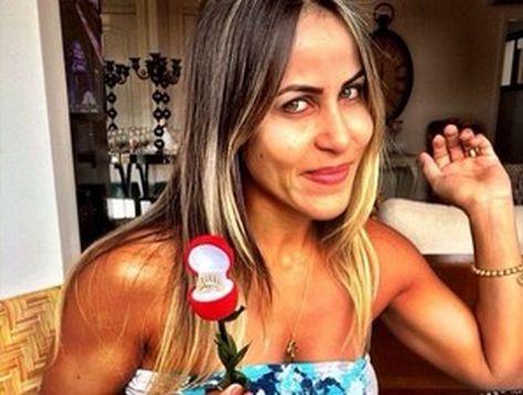 Denise Almeida da Silva sobreviveu após levar um tiro no pescoço, dentro do seu Mercedes-Benz