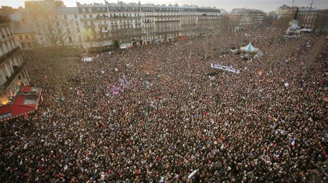 O povo nas ruas de Paris